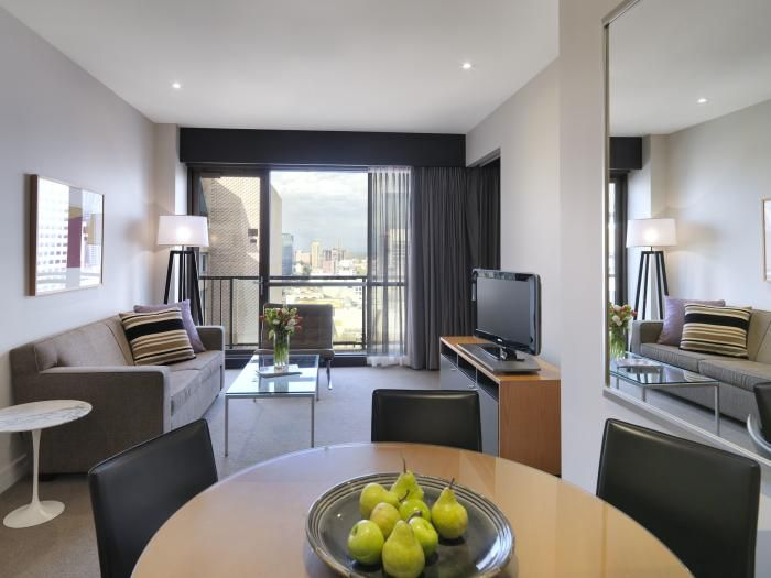 We offer Centrally Located, Affordable Family Friendly hotels in Melbourne & Southbank. Book our 3 Bedroom Affordable Melbourne Apartment Online for comfortable stay in Melbourne City.