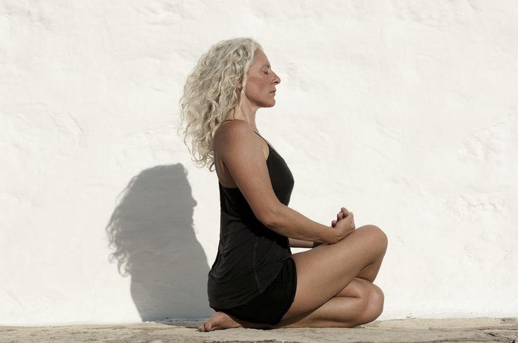 Στη Χάθα-γιόγκα ανακαλύπτουμε μια ιδιαίτερη ποιότητα σιωπής μέσα από ένα αξιοσέβαστο και αρμονικό τρόπο άσκησης του σώματος. Με τις αναζωογονητικές και αποτοξινωτικές πρακτικές αποκτούμε δύναμη, ηρεμία και ένα αγνό αίσθημα ευεξίας. Με την Αναστασία Στογιαννίδου, Διπλ. Παιδαγωγίας,  Πιστοποιημένη Καθηγήτρια Tεχνικής Yoga Eva Ruchpaul, Παρίσι, Γαλλία.