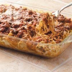 En este gratín de pastas con carne picada, mozzarella, y salsa de tomates los ingredientes se combinan en una explosión de sabor increíble.