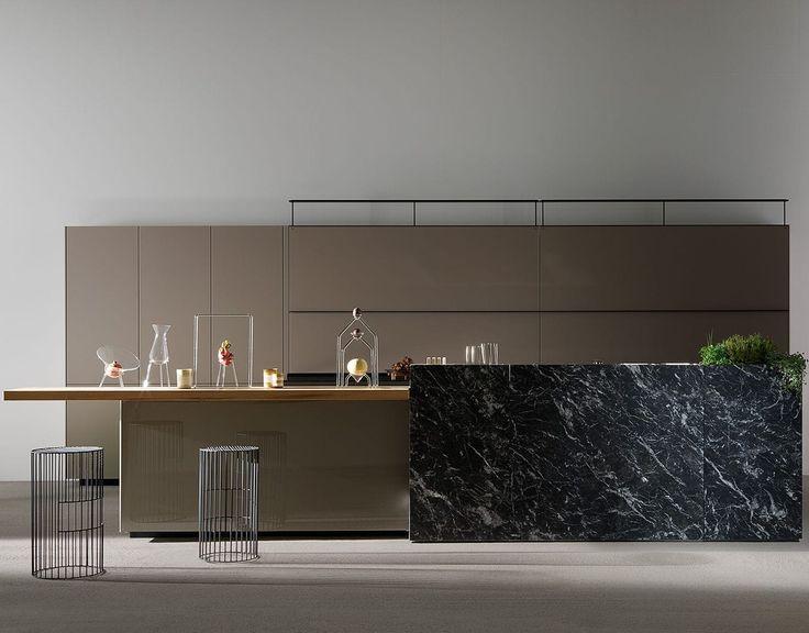 Contemporary kitchen / lacquered wood / glass / aluminum - ARTEMATICA VITRUM LUCIDO TERRA - VALCUCINE