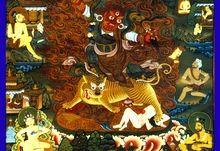 """Dorje Drollo-Padmasambhava """"Lotus-Born"""" néven is ismert a második Buddha volt, bölcs guru származó Oddiyana, északnyugati Klasszikus India (a mai Swat-völgy Khyber Pakhtunkhwa, Pakisztán)."""