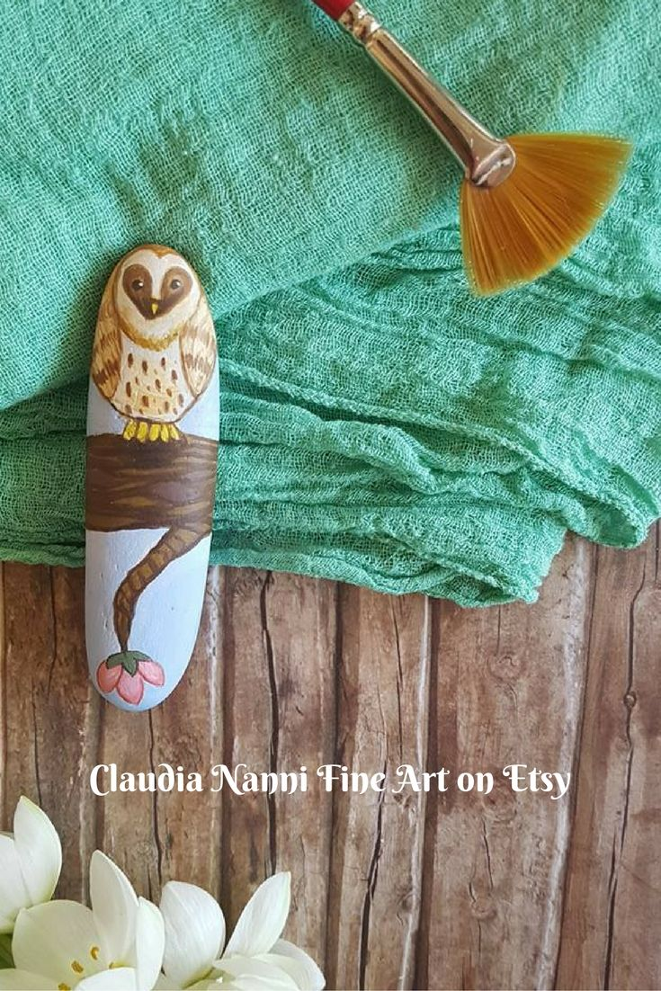 hand painted pebble owl, handmade by me, Claudia Nanni Fine Art. A sweet little gift for owls lovers. #owl #etsy #pebbleart #pebbles #handpainted #art #woodland #homeideas