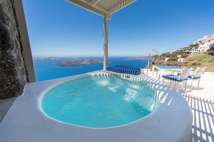 A private outdoor jetted pool, truly sublime...