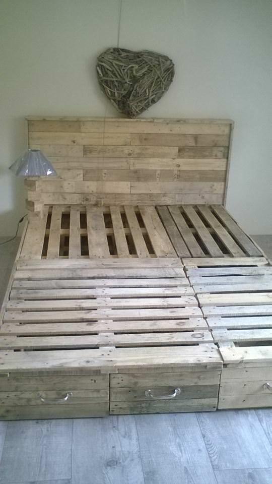 Pallet bedroom suite chambre en palette pallet ideas for Chambre en palette