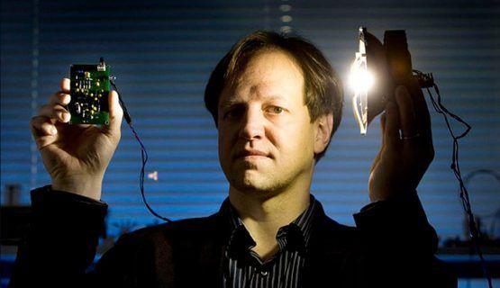 Canggih! Teknologi Ini Bisa Bikin Internetmu 100 Kali Lebih Cepat dari WiFi - Indopress.id, Teknologi – Teknologi yang bisa bikin internet 100 kali lebih cepat ini ini namanya Li-Fi. Li-Fi pertama ditemukan oleh Profesor Harald Haas dari University of Edinburgh Skotlandia tahun 2011. …