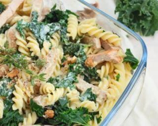 Pâtes diététiques au poulet et aux feuilles de kale : http://www.fourchette-et-bikini.fr/recettes/recettes-minceur/pates-dietetiques-au-poulet-et-aux-feuilles-de-kale.html