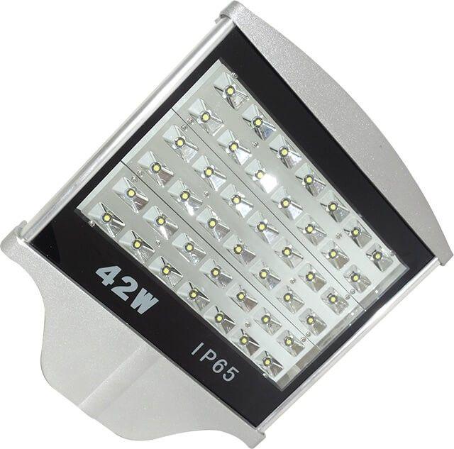 Folosind sistemul de iluminat cu LED ce prezinta cel mai eficient raport consum energetic-grad de iluminare disponibil pe piata la acest moment LAMPA STRADALA LED 42W ALB RECE asigura un flux luminos impresionant de 3780LM la un consum de doar 42W.