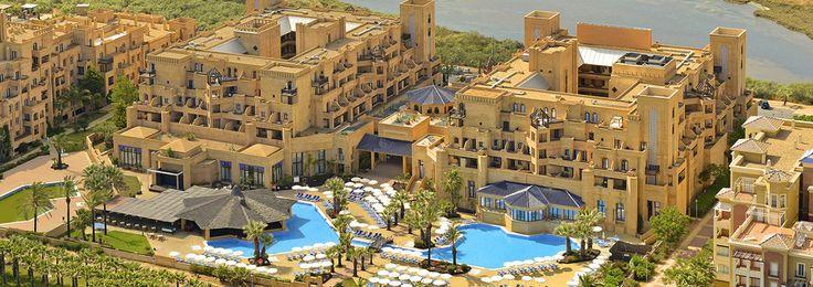 IBEROSTAR Isla Canela est un resort Tout Inclus à playa Canela, à Ayamonte, Huelva. De construction récente, cet hôtel est constitué d'appartements sur la Côte de la Lumière, (Costa de la Luz) confortable et bien équipé situé au cœur d'une des plus belles zones d'Andalousie et non loin de l'Algarve. L'hôtel IBEROSTAR Isla Canela dispose de 290 chambres doubles et de 10 chambres individuelles.