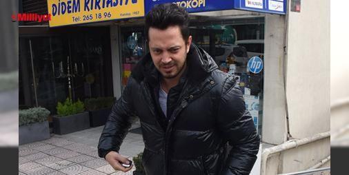 """Murat Boz'dan Aslı Enver cevabı: Jüri üyesi olduğu 'O Ses Türkiye' yarışmasının çekimlerine gittiğini söyleyen Murat Boz, sevgilisi Aslı Enver'le aralarının açık olmadığını söyledi. 'Survivor 2017' için Dominik Cumhuriyeti'ne giden Murat Boz, """"Adada üç kilo aldım. Acun adaya öyle bir aşçı indirmiş ki yemin ederim böyle bir a..."""