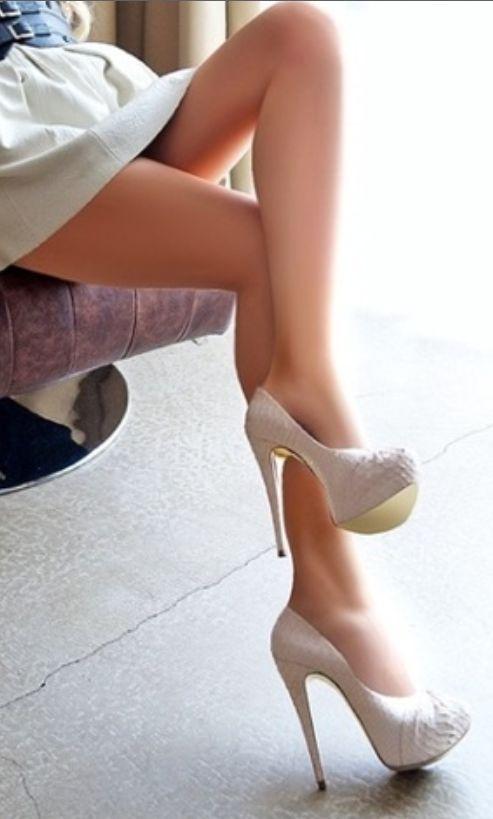 High Heelshigh Heels On Twitter 05 Crossed Legs 01