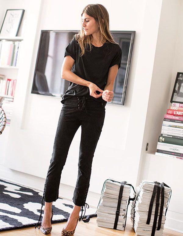 Street style de calça com amarração na frente e scarpin.
