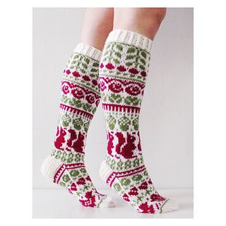 Pitkät kirjoneulesukat, sisältää ohjeet naisten ja miesten sukkiin.