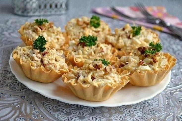 Салат с курицей и ананасом в тарталетках | Самые вкусные кулинарные рецепты