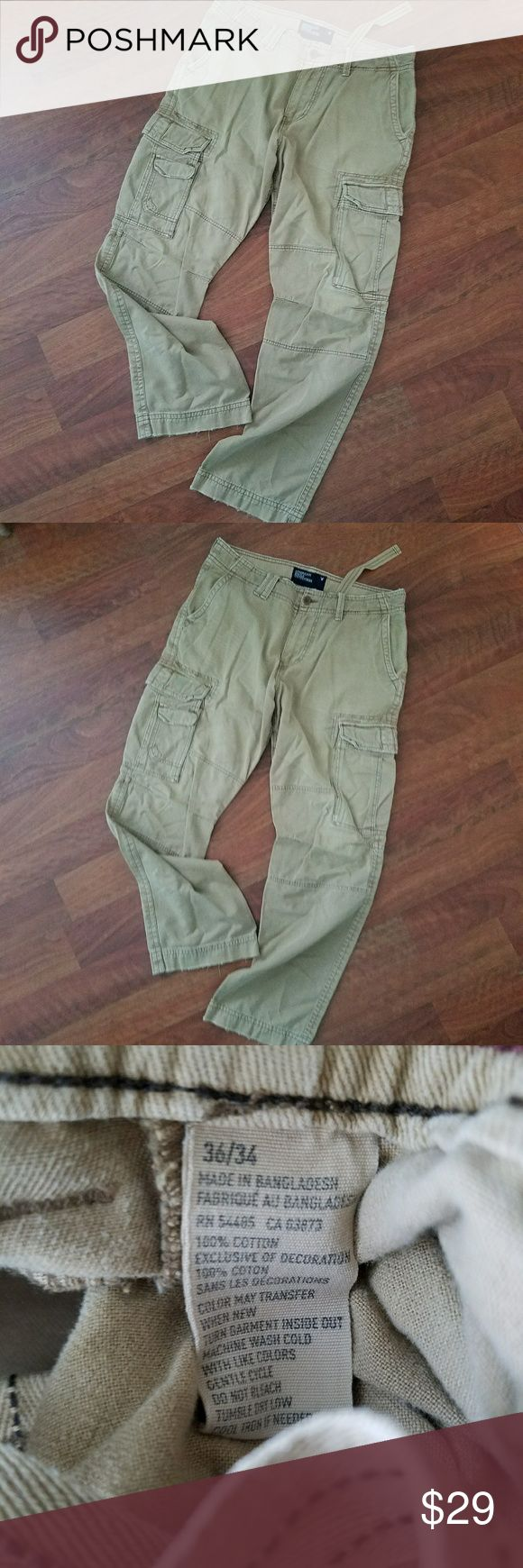 American Eagle Khaki Cargo Pants Mens Size 36 x 34 These are in great condition. Comfy yet rugged looking. Ready to go! American Eagle brand Cargo style Size Mens 36 x 34 American Eagle Outfitters Pants Cargo