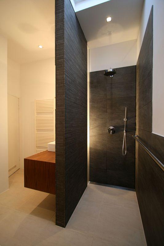 Badkamer Grote Inloopdouche Met Wastafel Tegen De