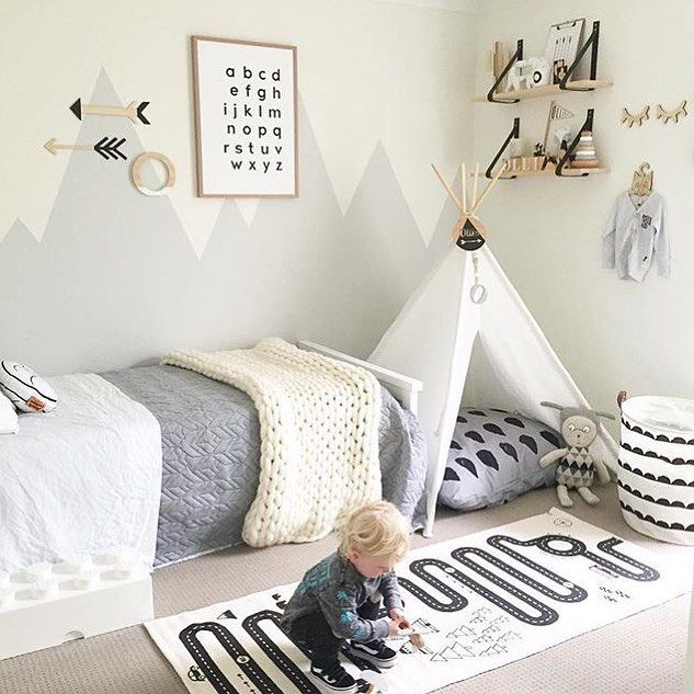How gorgeous is this little boy's room! The must-have OYOY Adventute rug available in our online store. . Beautiful image by @myhomestyle89  #kidsroom #kidsinterior #nordichome #nordicinspiration