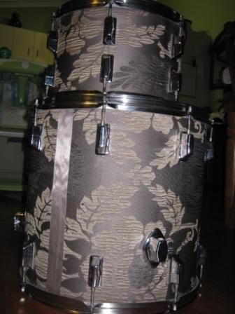 Alternative Drum Wrap Materials - CompactDrums - Drum covered with old curtains