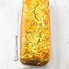 Een heerlijk recept: Hartige cake met courgette en zalm