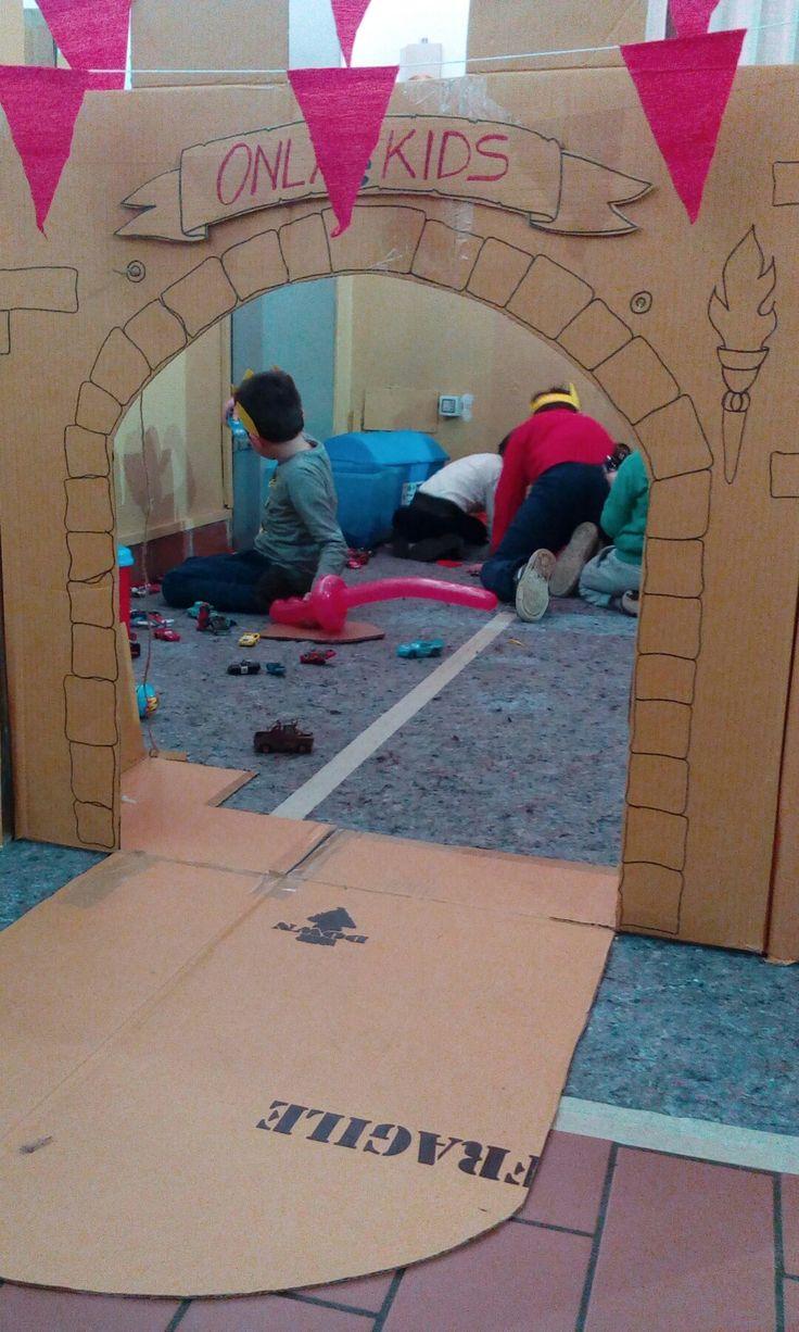 su Castello di cartone su Pinterest  Castello di cartone, Forte di ...