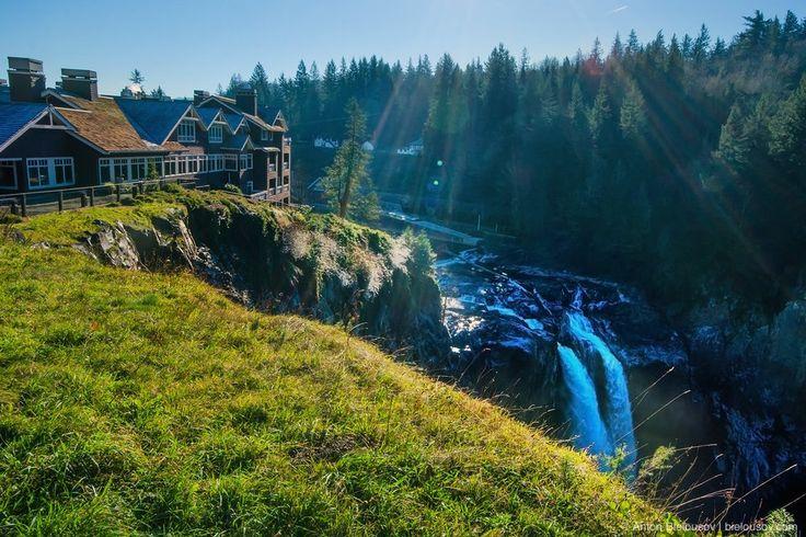 Самая известная достопримечательность из Твин-Пикса — это водопад Snoqualmie Falls и Great Northern Hotel (в жизни — Salish Lodge & Spa — один из самых дорогих в регионе).