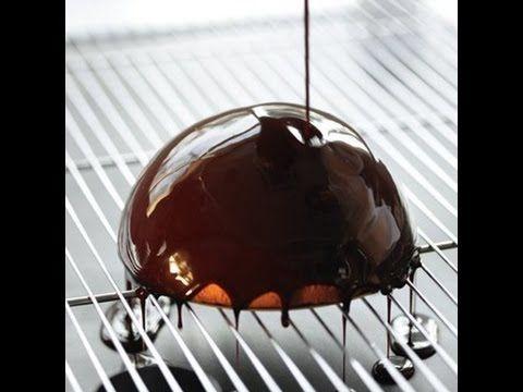Préparation : Portez l'eau et le sucre à ébulittion. Ajoutez la crème puis le chocolat. Retirez immédiatement du feu, attendez que le chocolat ait fondu puis...