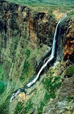Водопад Тугела – #Южно_Африканская_Республика #Квазулу_Натал (#ZA_ZN) Тугела - первый по высоте водопад в ЮАР и второй в мире. http://ru.esosedi.org/ZA/ZN/1000069746/vodopad_tugela/