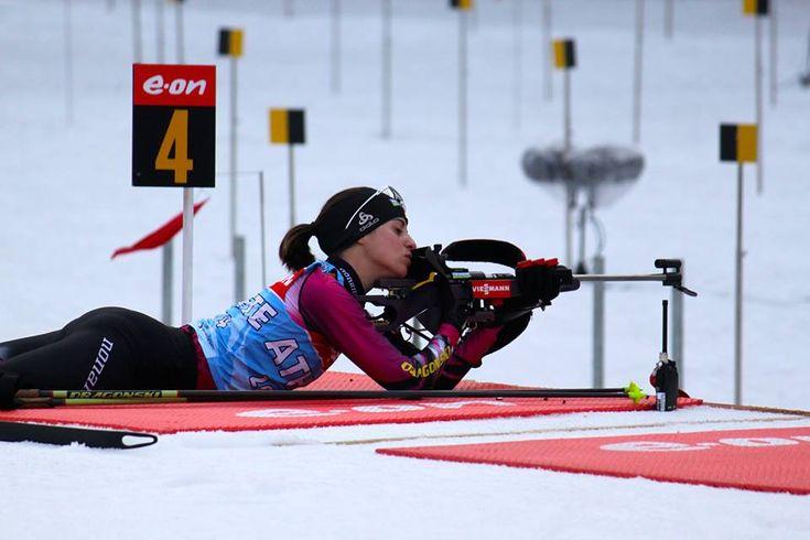 Victoria Padial. Deportista española que compite en biatlón, ganadora de una medalla de bronce en el Campeonato Mundial de Biatlón de Verano de 2013, y dos medallas de plata en el Campeonato Europeo de Biatlón de 2014. Participó en dos Juegos Olímpicos de Invierno en 2010 y 2014, su mejor actuación fue 46º puesto logrado en Sochi 2014 en la prueba de 10 km persecución.