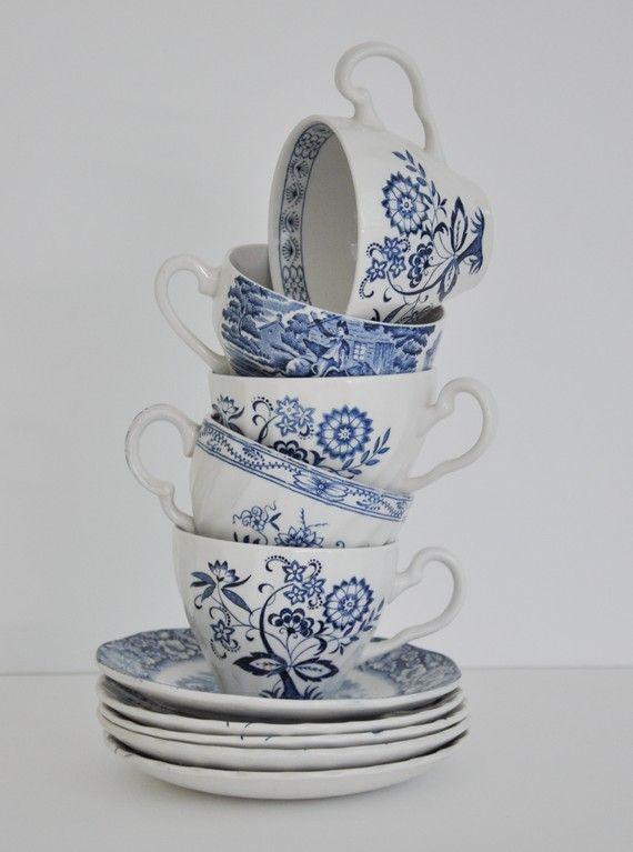Delightful vintage blue and white tea set