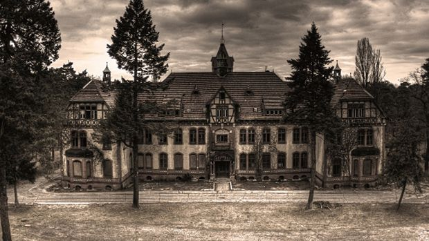 Ten cool abandoned places. Worldwide. Lots of pictures.