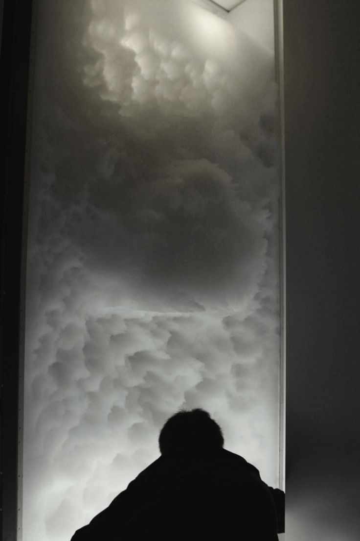 TOKUJIN YOSHIOKA  HERMES WINDOW INSTALLATION - Cloud Installation with Transparent Straws