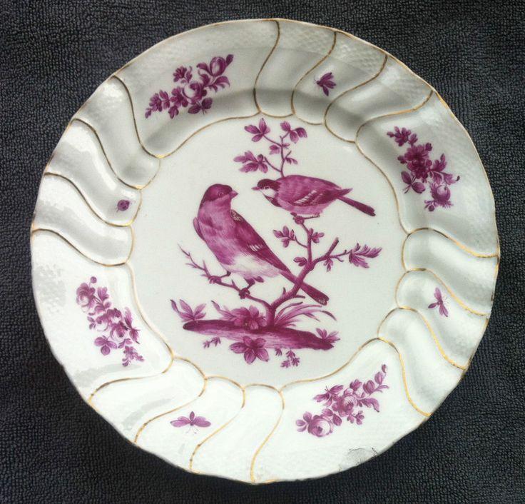 D tails sur assiette d cor d 39 oiseaux branch s en for Decoration sur porcelaine