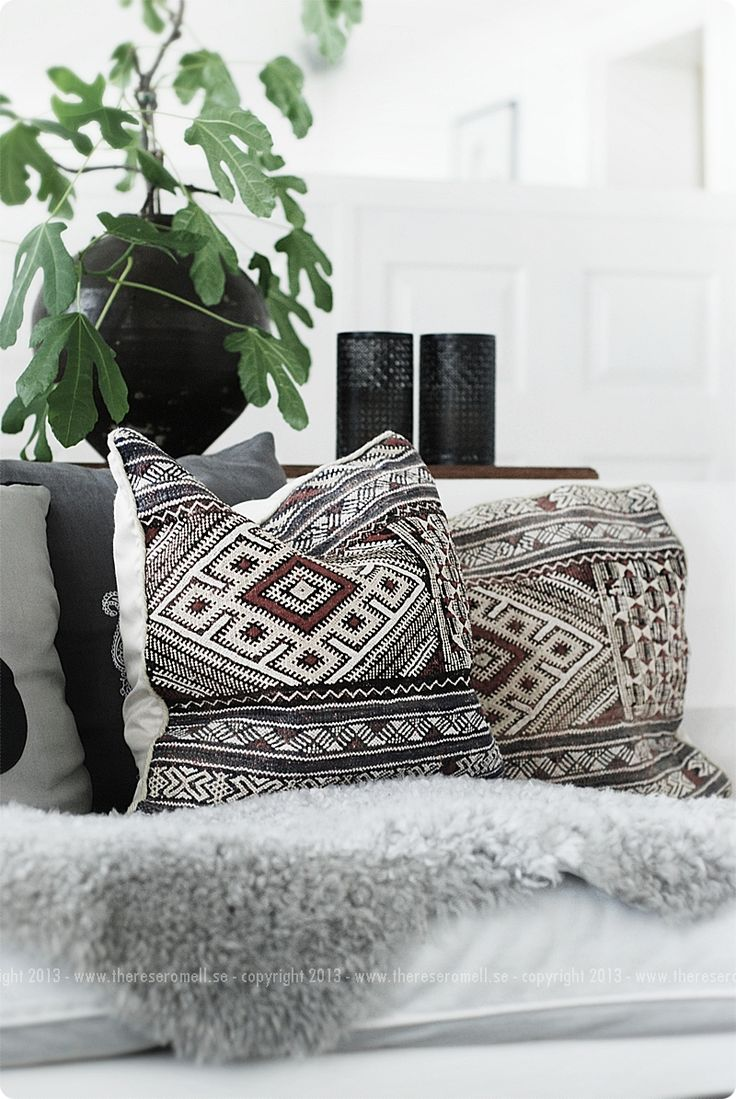 print pillow + fur throw #home #homedecor #interiordesign