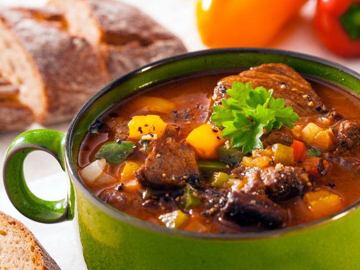 macreuse, carotte, pomme de terre, oignon jaune, paprika, double concentré de tomates, poivre, Sel, huile d'olive, vin rouge