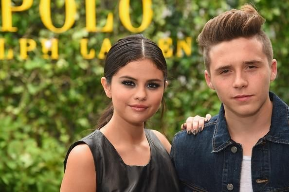 Brooklyn Beckham Finds New Girlfriend In Selena Gomez? Duo Gets Cosy At NYFW - http://imkpop.com/brooklyn-beckham-finds-new-girlfriend-in-selena-gomez-duo-gets-cosy-at-nyfw/