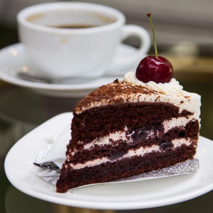Višňová torta so šľahačkou