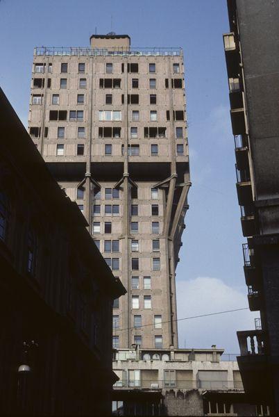 Torre Velasca BBPR (Gian Luigi Banfi, Lodovico Belgiojoso, Enrico Peresutti, Ernesto Rogers) Milano, 1950-58