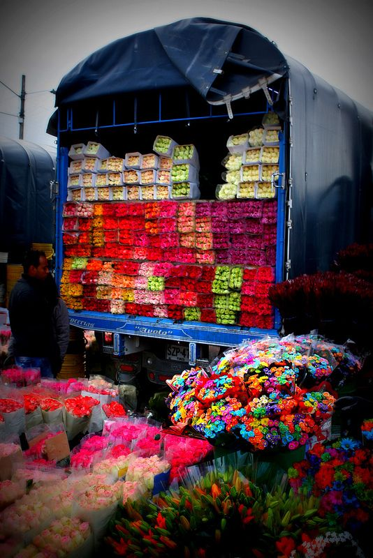 Plaza de Mercado de Paloquemao en Bogota: Rose, Flower Marketing, Market, Mercado Paloquemao, Square, Color, Market, De Paloquemao, Photo