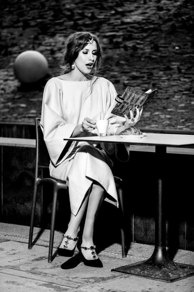 EXCLUSIV   Iulia Albu da de pamant cu sotiile candidatilor la presedentie! Celebrul fashion editor comenteaza tinutele in care doamnele au ales sa vina la vot! Alegeri gresite, ruj prea rosu la primele ore ale diminetii si prea multa opulenta!   WOWBiz