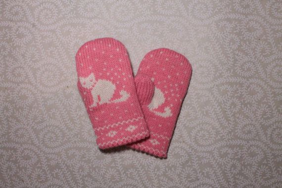 Adorable hand-made children mittens with cat pattern by LanaNere