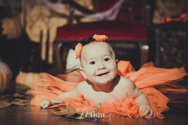 Sesión de fotos infantil de halloween en estudio en barcelona, sesión de fotos halloween, Fotógrafo de niños en Barcelona, photography, 274km, Gala Martinez, Hospitalet, Studio, estudi, estudio, nens, kids, children, , baby, bebe,carbassa, calabaza, pumpkin,