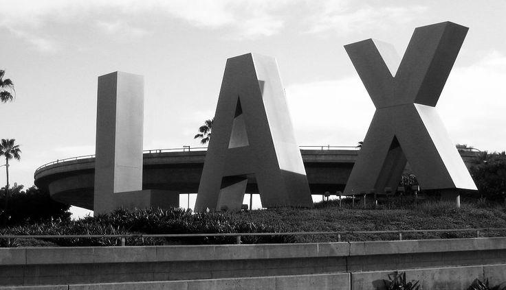 Destination LA! JETT BLACK Luggage__#BlackAndWhite #AirportLife #Jetsetter