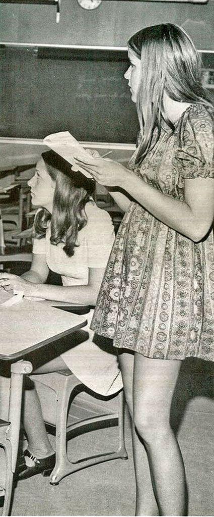 sexy-retro-vintage-teen-schoolgirl-upskirts