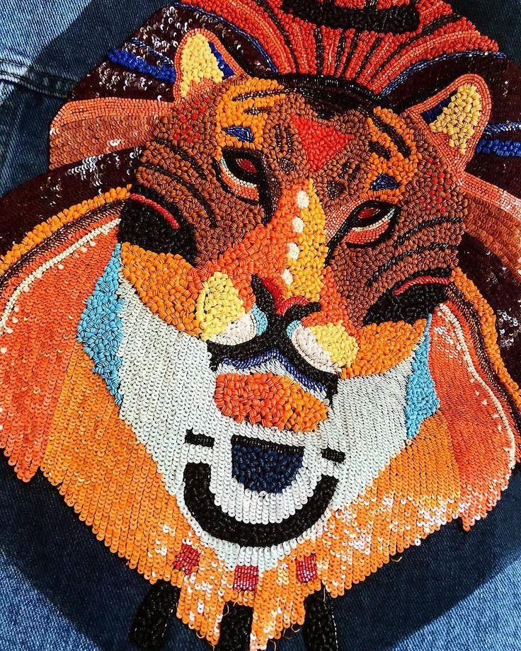 Lion in details from SS18 collection. #katyadobryakova #lion #катядобрякова #ss18 #новаяколлекция #details #summer #spring  #africa #sequins #denim