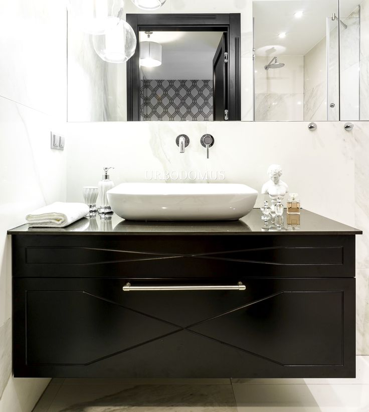 Łazienka, szafka łazienkowa, umywalka