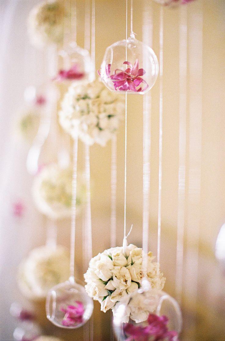 Sillas vintage el rinc 243 n di ree - Fresh Floral Ceremony Backdrop