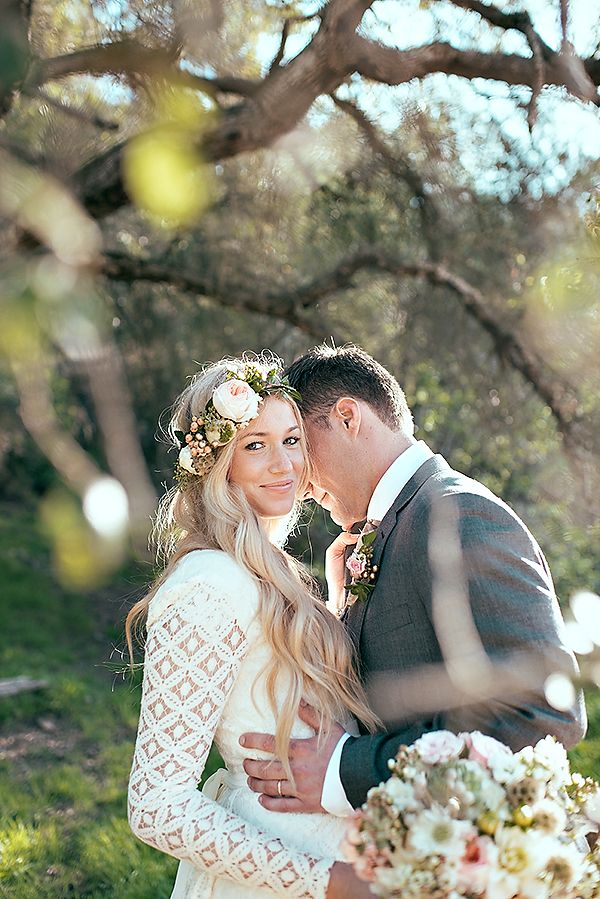 Get inspired: Outdoor #wedding shot.. Love the idea of immortalizing a moment with your love on a sunny afternoon!