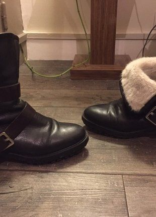 À vendre sur #vintedfrance ! http://www.vinted.fr/chaussures-femmes/bottes-and-bottines/26980416-bottes-fourrees-zara