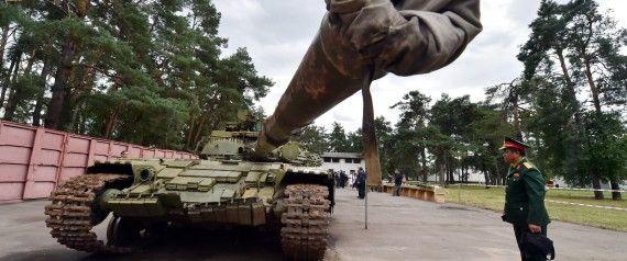UKRAINE T-64 with reactive armor