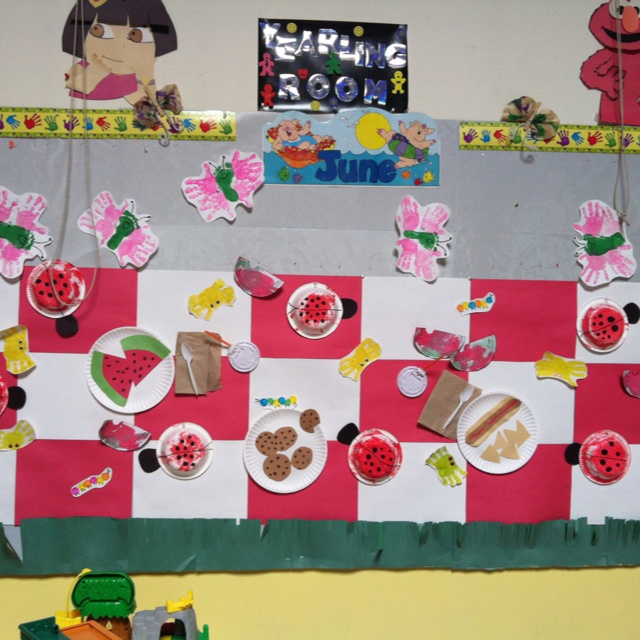 Picnic bulletin board with bugs! #preschool