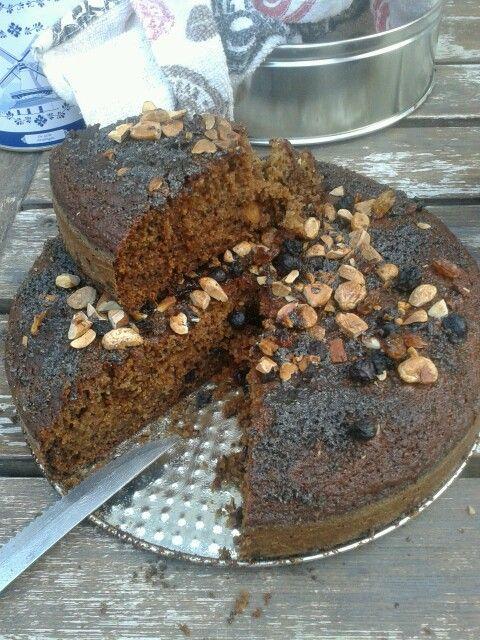 Torta de banana, frutas secas, pasas de arandanos y rubias, dulce de leche con costra crocante de azucar negra